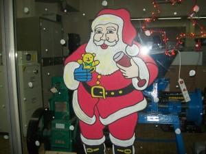 Dessin de papa Noël sur les vitrines des magasins