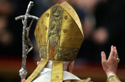 Article : Le Pape doit-il mourir Pape ?